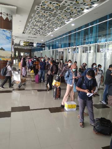 Bandara Sultan Syarif Kasim Riau Dipadati Penumpang